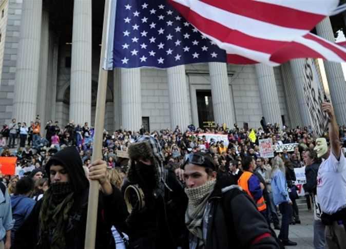 صحيفة أمريكية : شرطة نيويورك تعتقل 90 متظاهرا في احتجاجات بشأن تغير المناخ