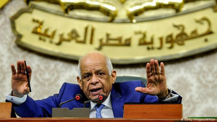 عبد العال يحيل قرارين جمهوريين ومشروعات قوانين للجان النوعية