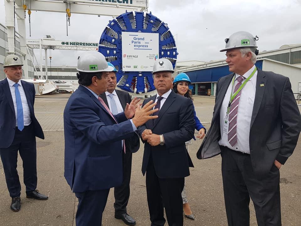 صور | وزير النقل يتفقد مصنع هيرنكنشت بألمانيا ويطلع على ماكينات الحفر العملاقة