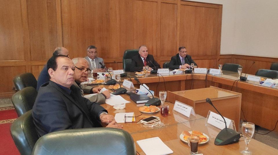 صور | وزير الري يترأس اجتماع المجلس الاستشاري الأعلى للسد العالي