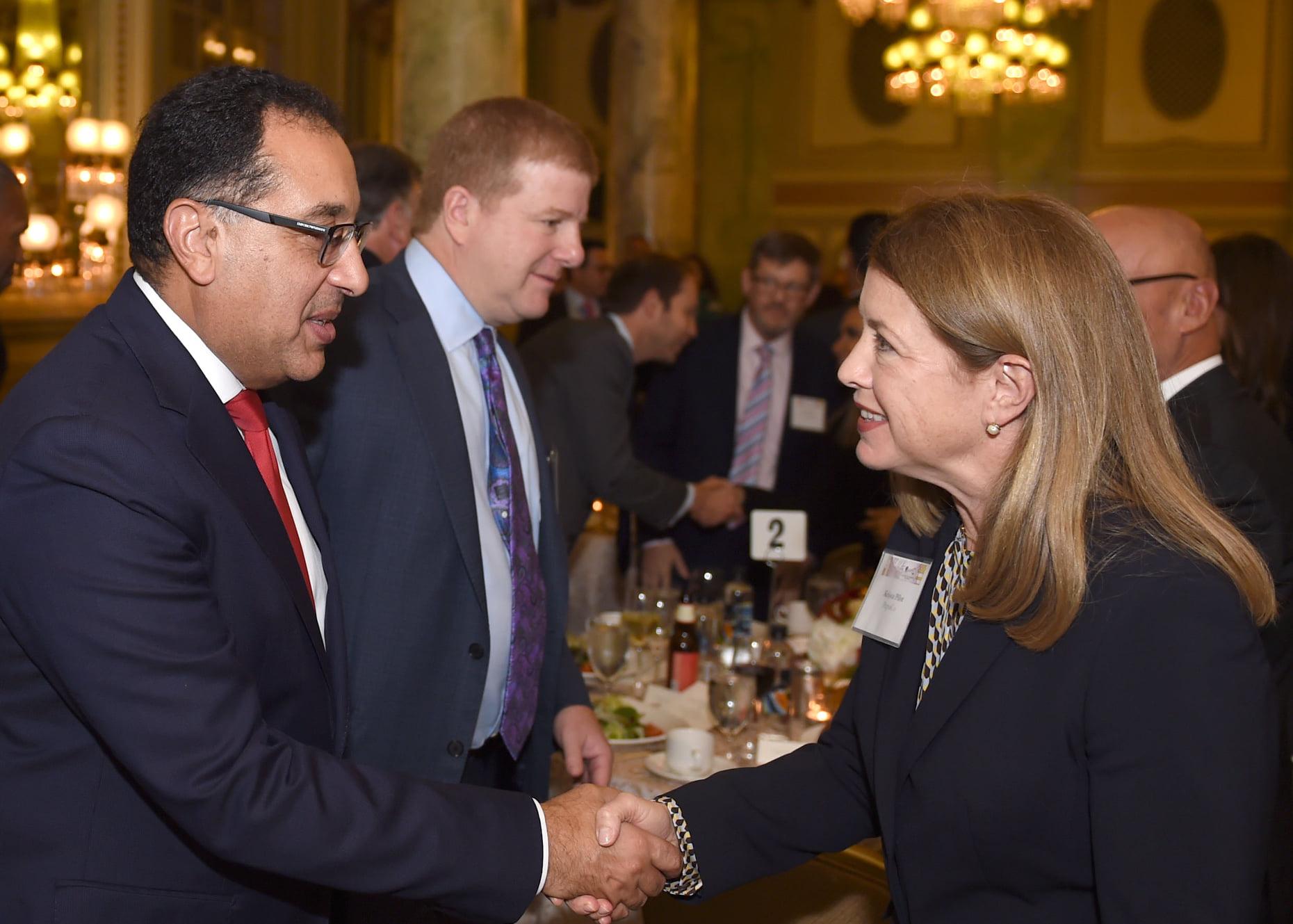 صور | غرفة التجارة الأمريكية في واشنطن تنظم عشاء عمل على شرف رئيس الوزراء