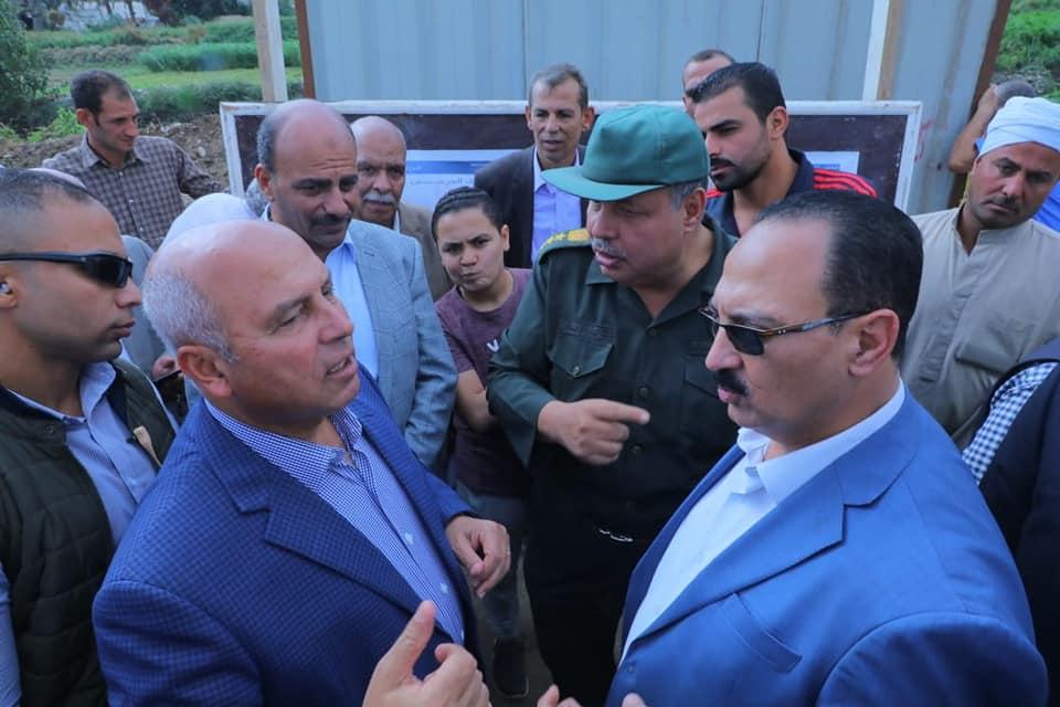 صور | وزير النقل يتفقد الطريق الدائرى الأوسطى غرب النيل