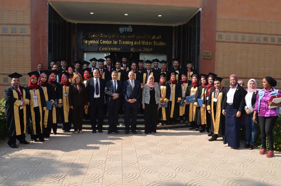 صور | وزير الري يكرم خريجي البرنامج التدريبي لإعداد القيادات الإدارية الشابة بالوزارة
