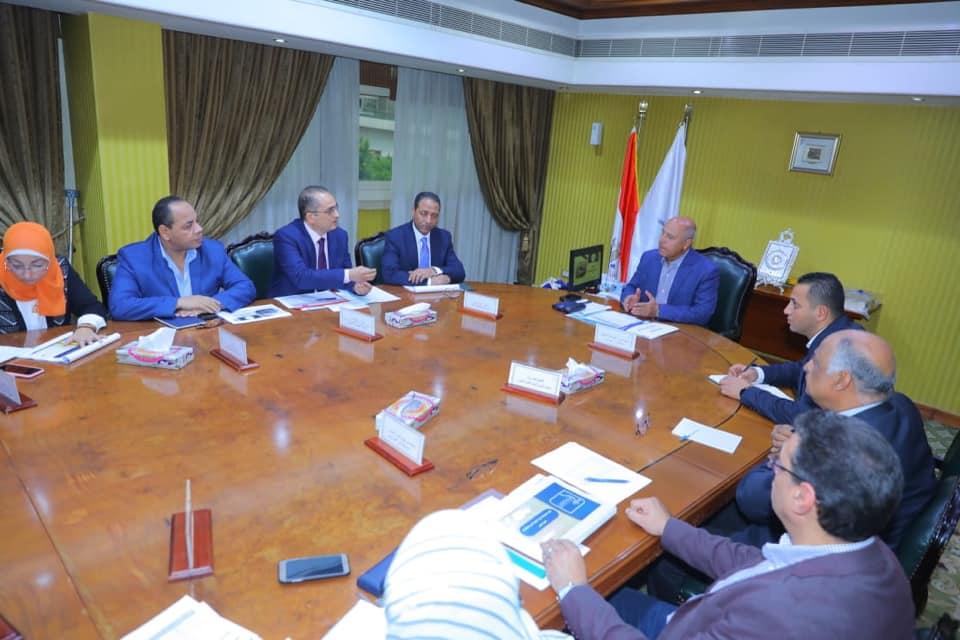 صور | وزير النقل يتابع الموقف التنفيذي لعدد من المشروعات مع قيادات «القومية للأنفاق»