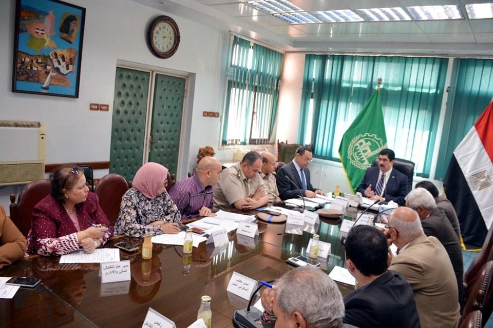 صور | محافظ القليوبية يعقد إجتماعا باللجنة العليا لإدارة الإعلانات