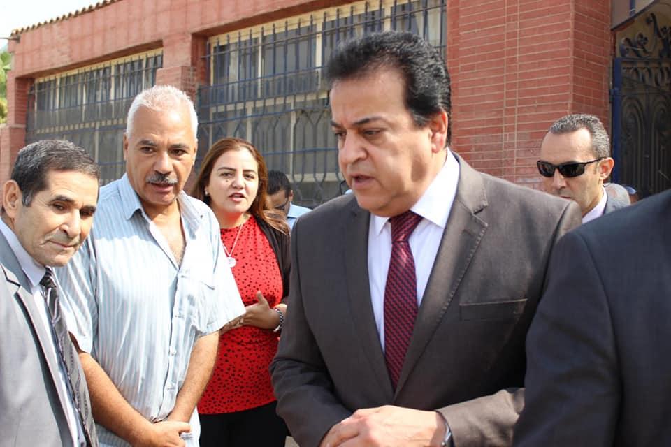 صور | وزير التعليم العالى يتفقد عدداً من المعاهد التعليمية بالقاهرة