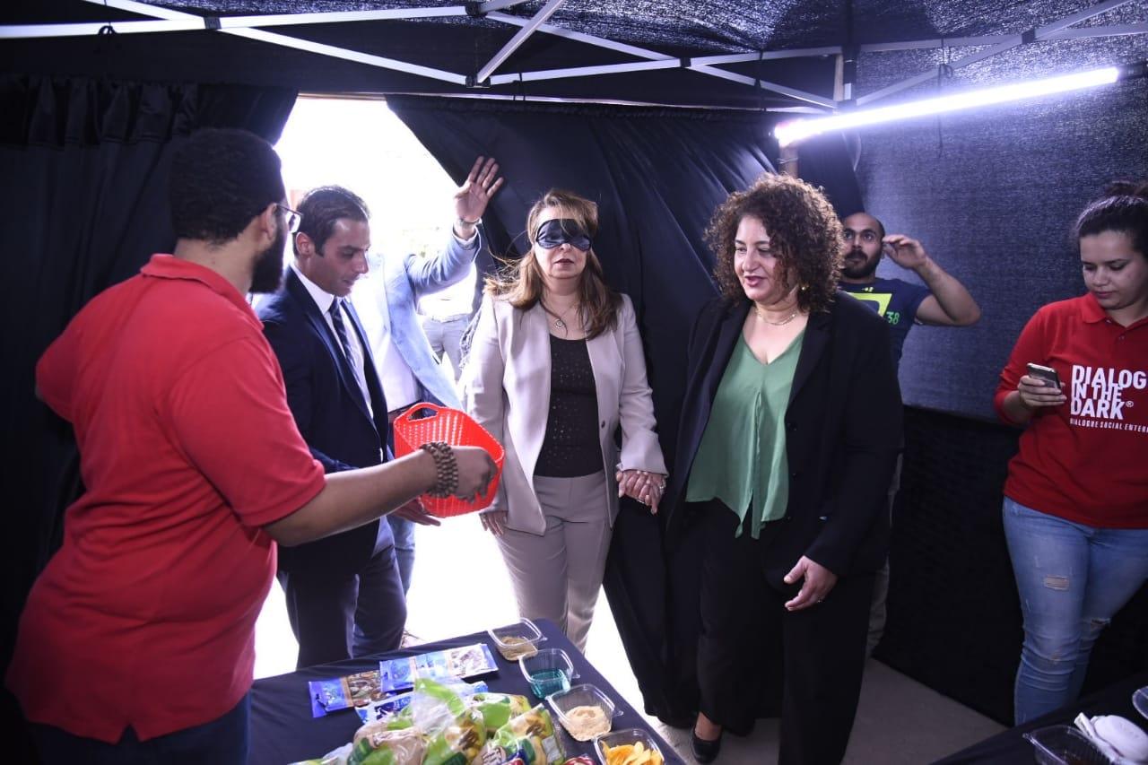 صور   وزيرة التضامن الاجتماعي تشهد حفل افتتاح تجربة حوار في الظلام