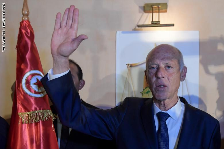 الرئيس التونسي يدعو لاحترام المؤسسات الإعلامية والتمسك بقيم الحرية ونبل الأخلاق