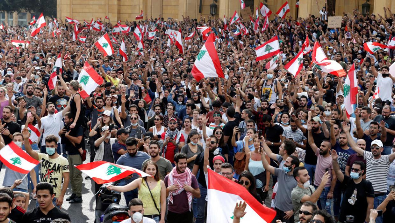 استمرار الاحتجاجات في لبنان لليوم الرابع واجتماعات مكثفة للحريري لإنقاذ الأوضاع