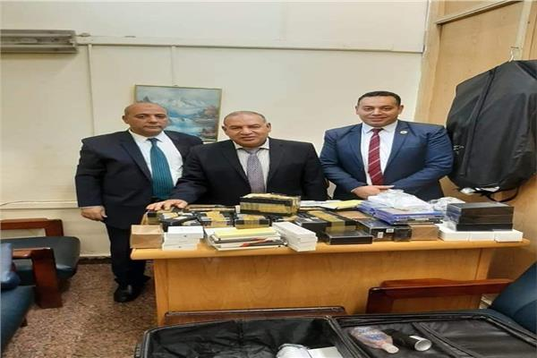 جمارك مطار القاهرة الدولي تضبط أجهزة تصنت بحوزة راكب قادم من الشارقة