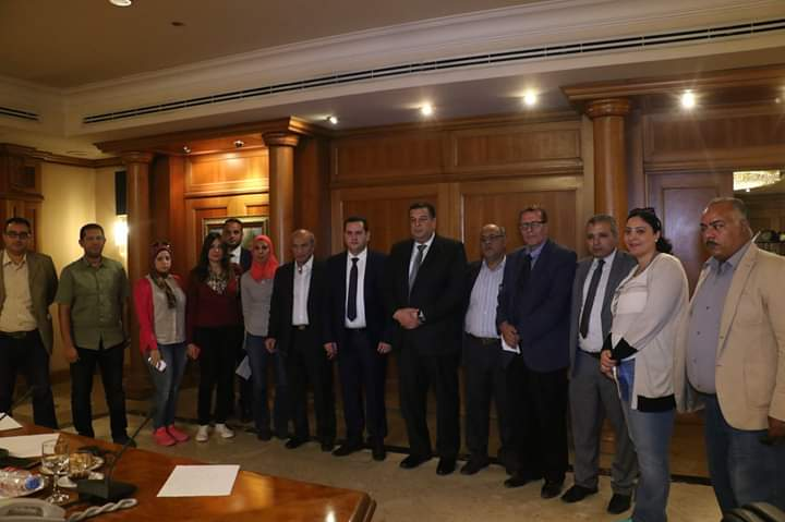 صور| وزير الخارجية الليبي يقف دقيقة حداد على المخرج شرح البال عبدالهادي