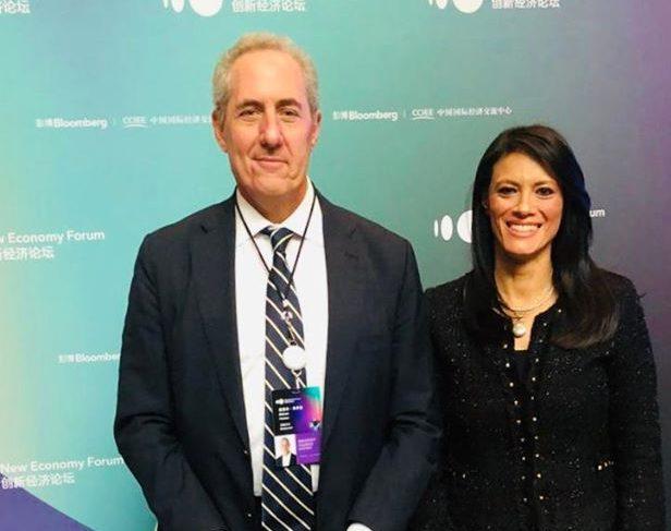 وزيرة السياحة تلتقي رئيس شركة ماستر كارد خلال منتدى بلومبيرج للاقتصاد