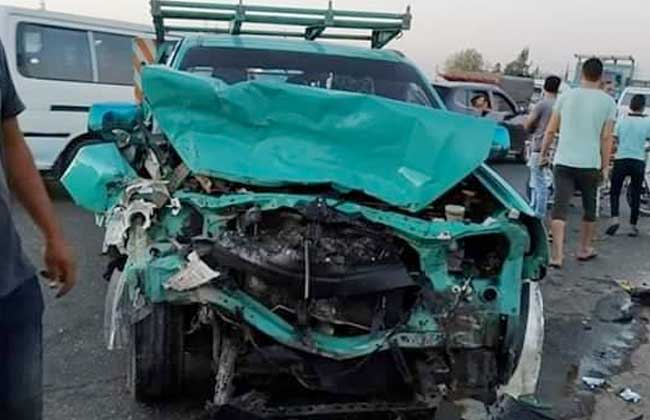 مصرع وإصابة 29 جراء تصادم سيارتي نقل عمال بالبحيرة