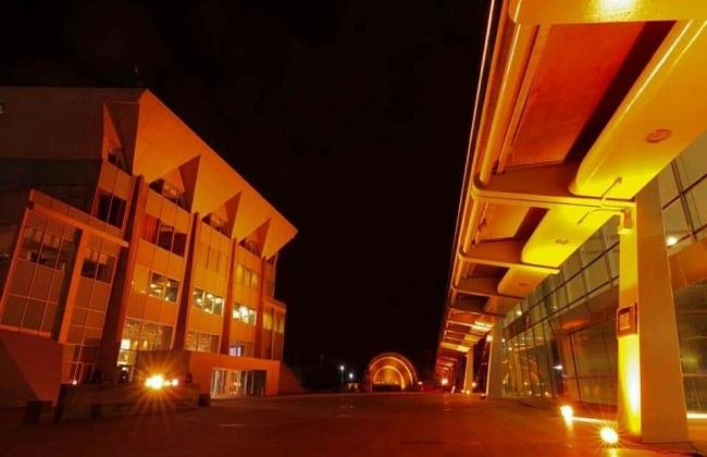 إضاءة مبنى مكتبة الإسكندرية باللون البرتقالي لمناهضة العنف ضد المرأة