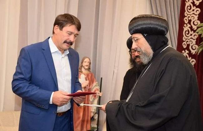 رئيس المجر يزور الكنيسة المعلقة بمصر القديمة