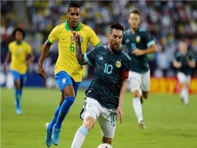 «ميسي» يمنح تقدم الأرجنتين على البرازيل في الشوط الأول