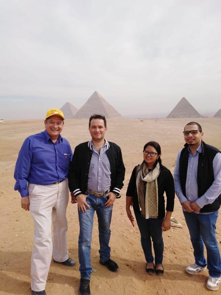 صور   وزير السياحة البيروني يزور منطقة الأهرامات