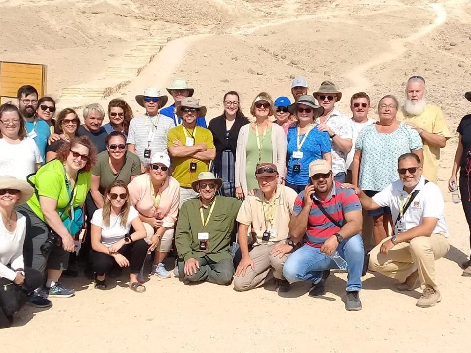 وفد سياحي أمريكي يزور آثار تل العمارنة بالمنيا