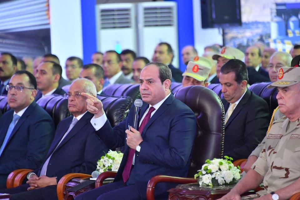 الرئيس السيسي يشاهد فيلما تسجيليا خلال افتتاح عدد من المشروعات فى بورسعيد