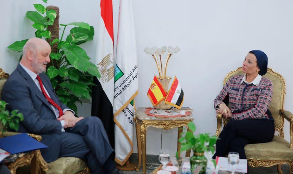 صور | وزيرة البيئة تتلقى دعوة لتأكيد مشاركة مصر في مؤتمر تغير المناخ بمدريد
