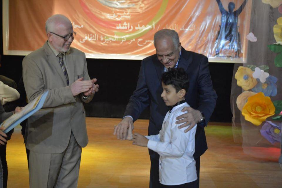 صور | محافظ الجيزة يكرم 180 طفلاً وشابا من أصحاب القدرات الخاصة