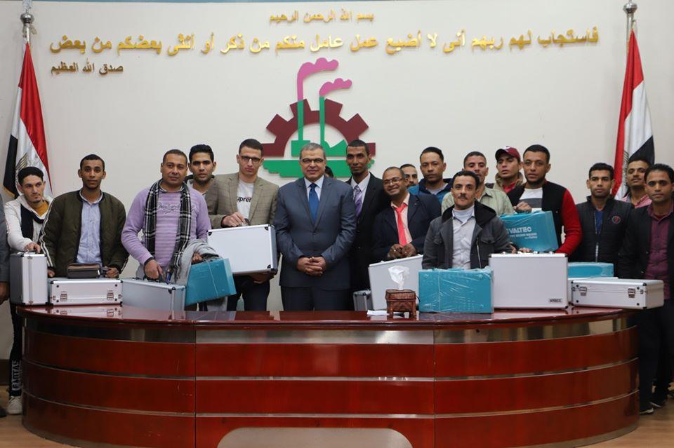 صور   وزير القوى العاملة يشهد تخريج 150 متدربًا بوحدات التدريب المتنقلة