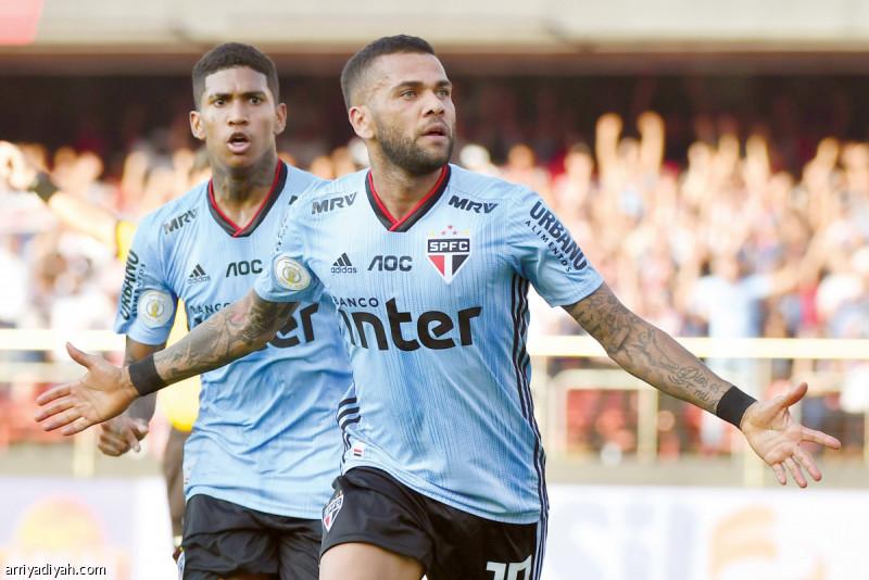 ألفيس يقود ساو باولو لتعادل ثمين مع سانتوس في الدوري البرازيلي