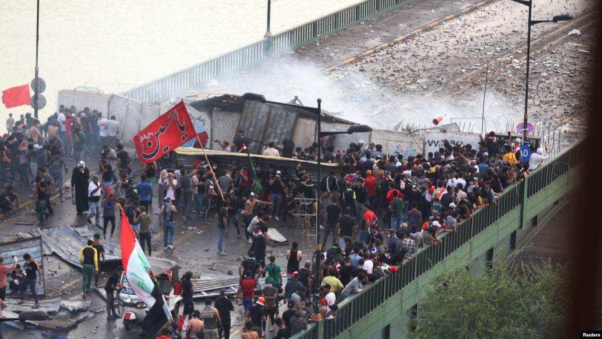 قطع جسور في ذي قار ودعوات لمسيرة مليونية ببغداد