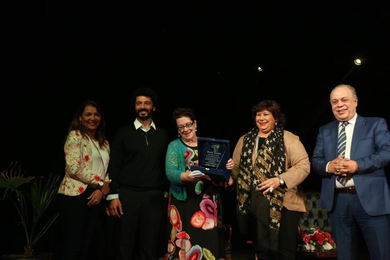 وزير الثقافة تكرم مخرجة المسرح العالمية مولي سميث فى ندوة بأكاديمية الفنون
