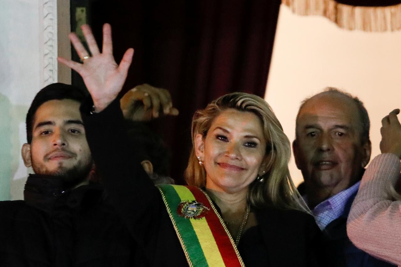المحكمة الدستورية في بوليفيا تؤيد تعيين جانين آنيز رئيسة انتقالية للبلاد