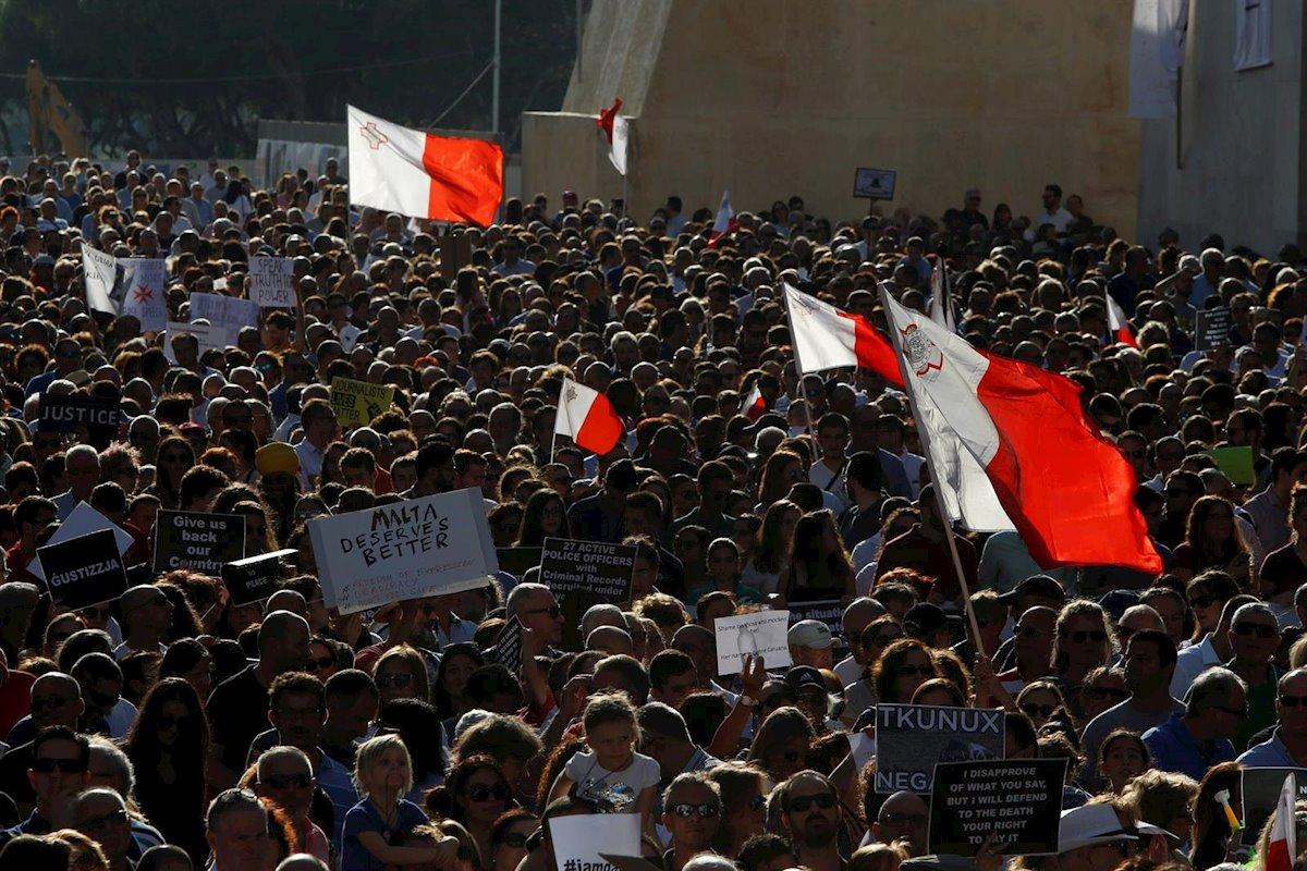 احتجاجات تطالب باستقالة رئيس وزراء مالطا على خلفية قضية اغتيال صحفية