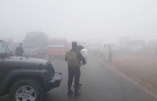 المرور: إغلاق طريق إدفو اتجاه مرسى علم بسبب الأمطار