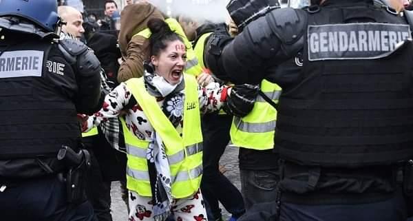 الشرطة الفرنسية: توقيف61 شخصا ضمن احتجاجات «السترات الصفراء»