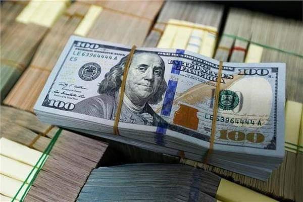 الدولار يتراجع أمام الجنيه في ختام تعاملات الأسبوع