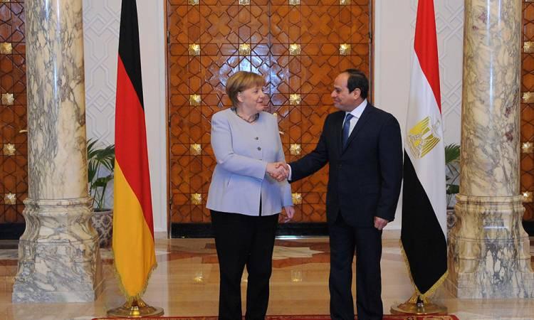 الرئيس السيسي يبحث هاتفياً مع المستشارة الألمانية تطورات الاوضاع في ليبيا