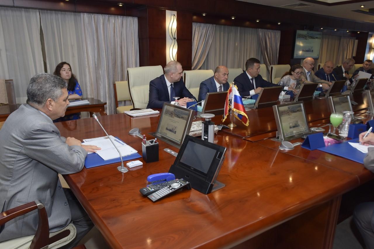 الفريق أسامة ربيع يبحث مع مسئول روسي سبل تفعيل بروتوكول التعاون