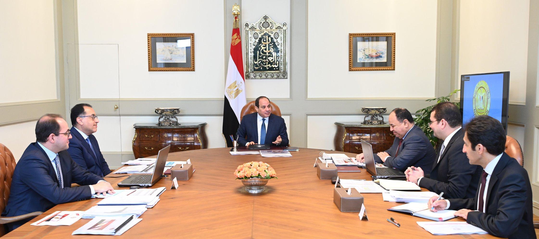 الرئيس السيسى يبحث مع مدبولى ووزير المالية تنفيذ قرار رفع الحد الأدنى للأجور