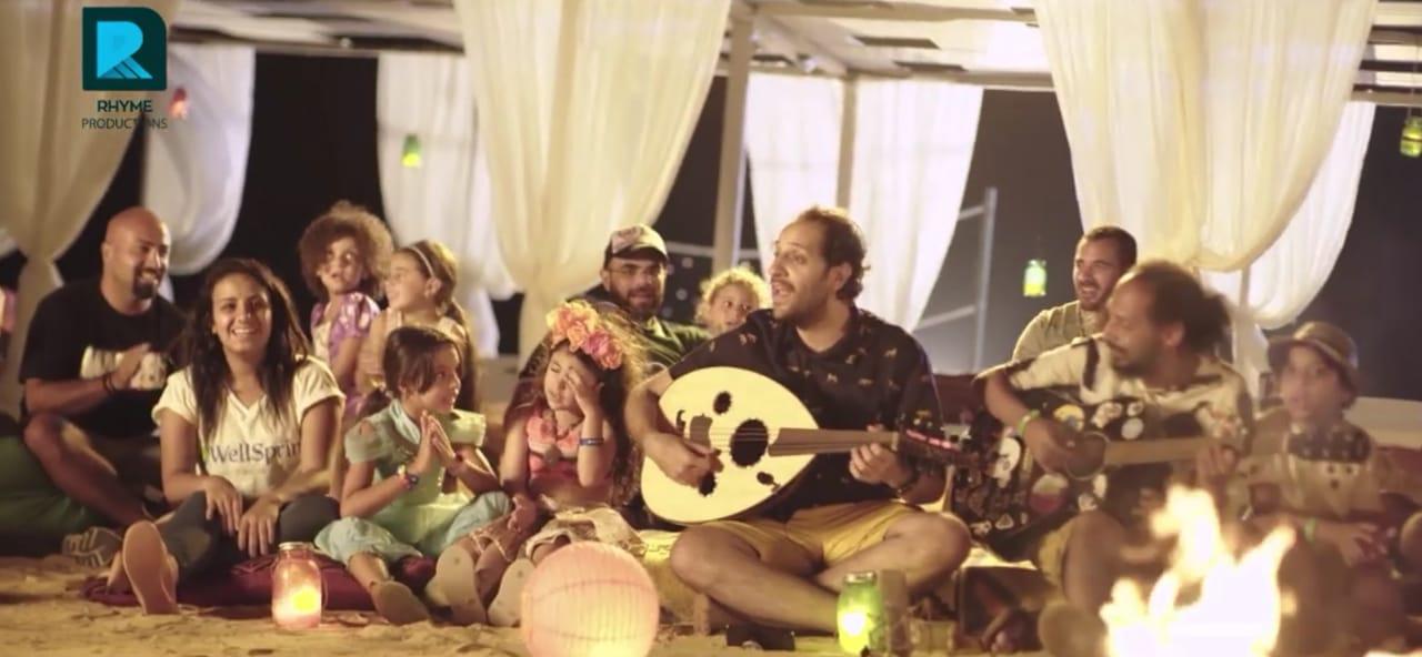 """فيديو: أغنية """"أنا وابني"""" لـ أحمد أمين"""