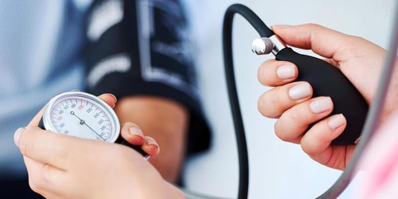 دراسة تكشف الرابط بين أدوية الضغط وكورونا