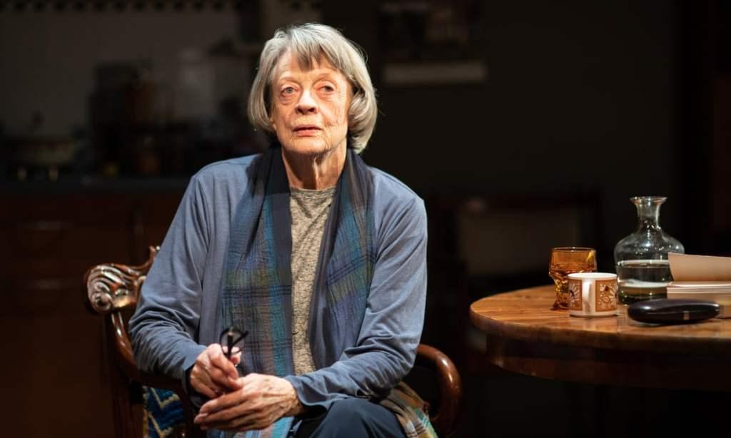 ماجي سميث تفوز بجائزة إيفيننج ستاندارد للمسرح في المملكة المتحدة