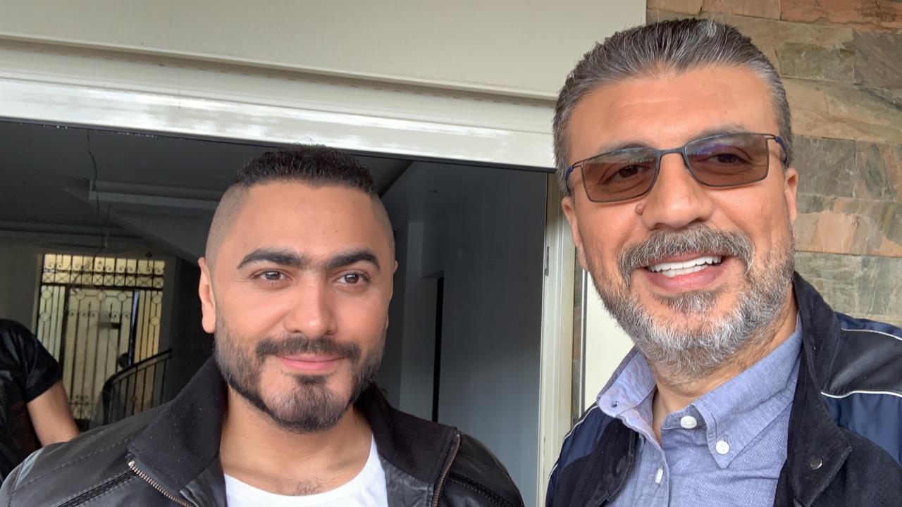 صور| تامر حسني في اول ظهور مع عمرو الليثي بعد دخوله موسوعة جينيس علي النهار السبت المقبل