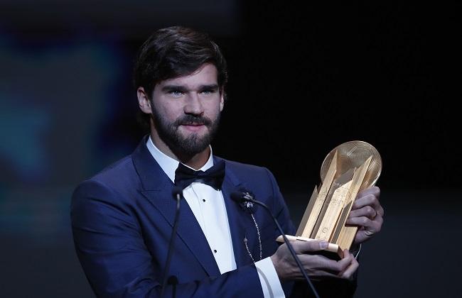 """أليسون بيكر يحصد جائزة """"ليف ياشين"""" الأولى لأفضل حارس مرمى بالعالم"""