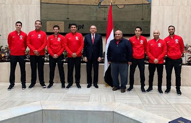 سفير مصر بالولايات المتحدة يستقبل بعثة الأسكواش المشاركة في بطولة العالم للفرق