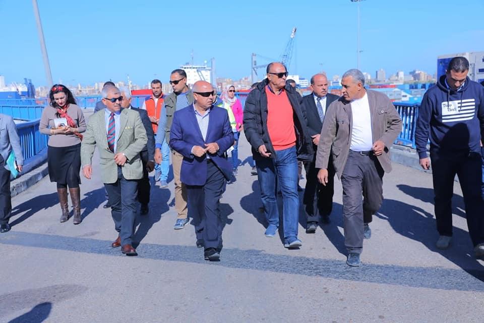 صور |  وزير النقل يتابع معدلات تنفيذ المشروعاتالهامة في ميناء الإسكندرية