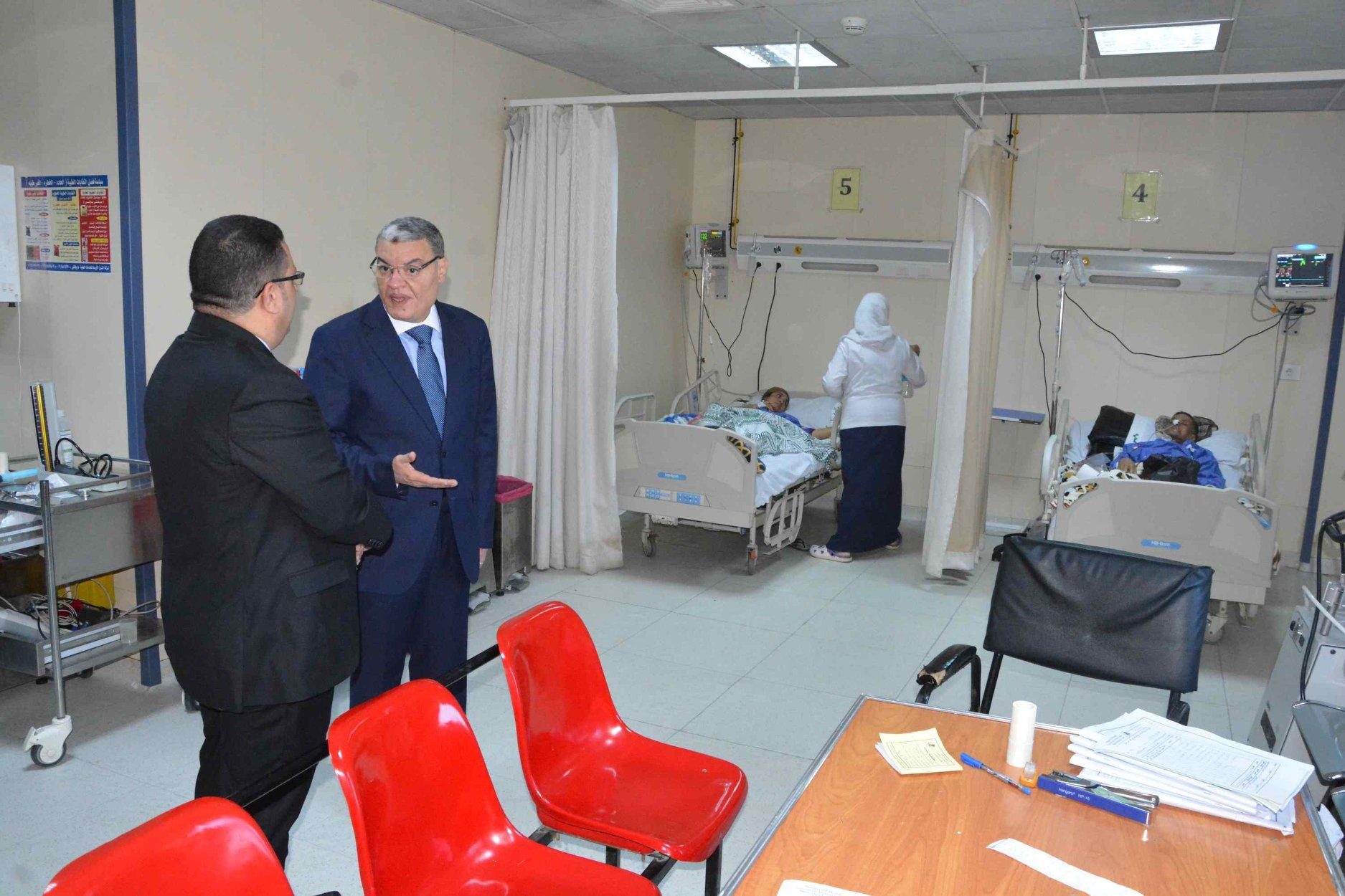 صور | محافظ المنيا يتابع مستوى الخدمة الطبية بمركز الأورام والمستشفى العام