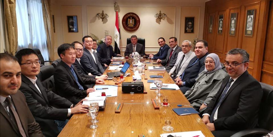 وزير قطاع الأعمال: توقيع مذكرة تفاهم لتصنيع سيارة كهربائية بمصر يناير المقبل