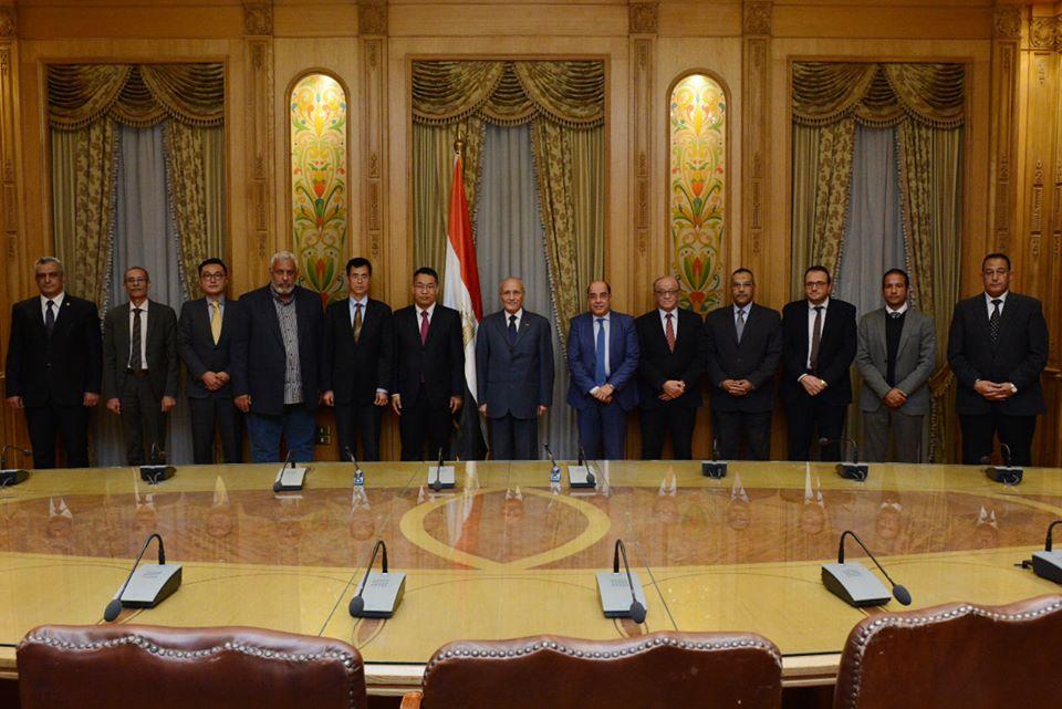 وزير الإنتاج الحربى يشهد توقيع عقد مع شركة صينية لإنشاء مصنع لإطارات السيارات