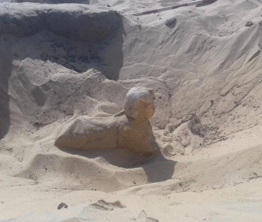 وزارة الآثار: العثور على تمثال ملكي على هيئة ابو الهول بتونا الجبل