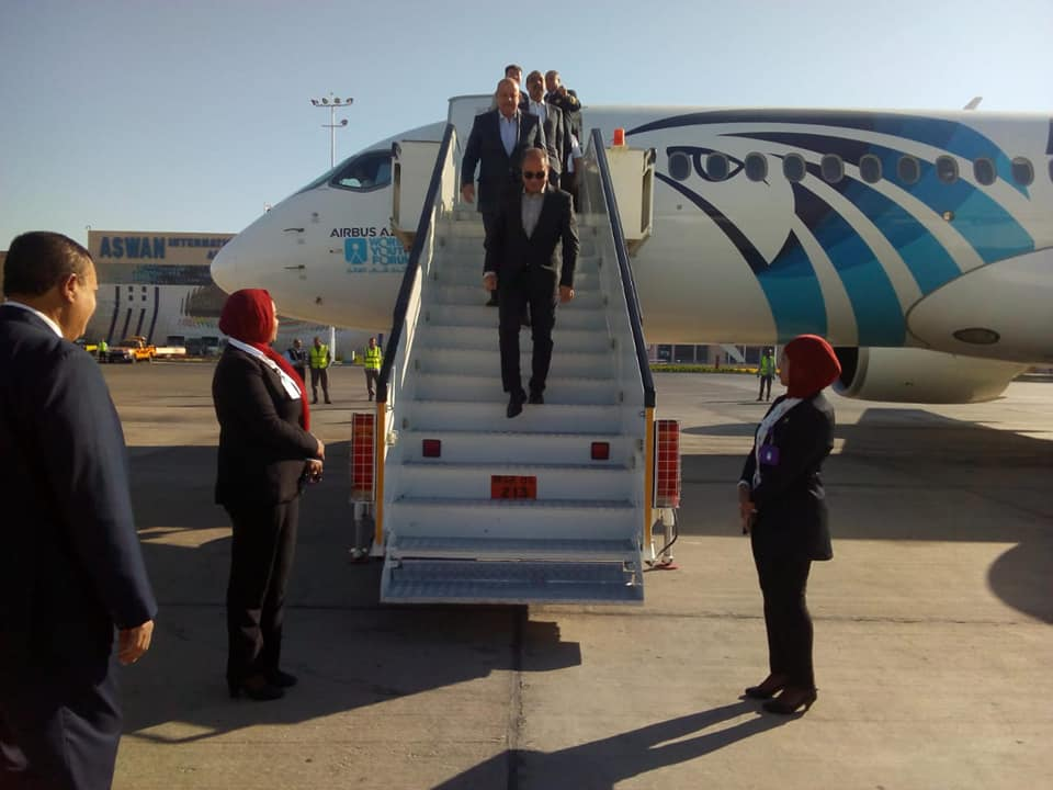 وزير الطيران المدنى يتفقد مطار أسوان الدولى استعدادا لإستقبال ضيوف مؤتمر السلام