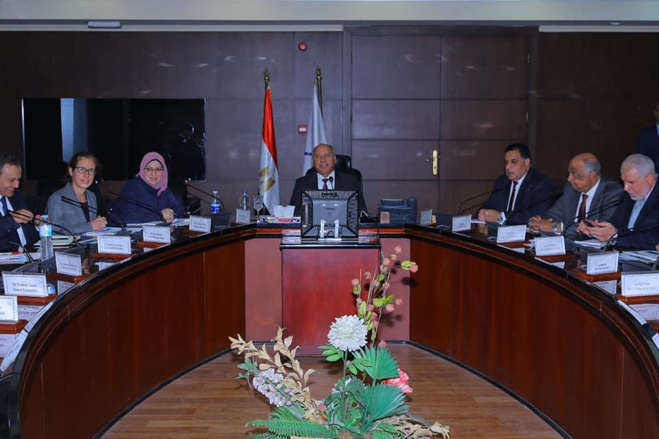 صور | وزير النقل يلتقي وفد البنك الدولي لمتابعة موقف المشروعات المشتركة الحالية